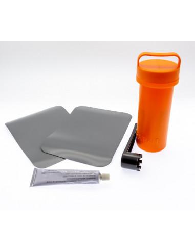 reparationskit till gummibåtar och ribbåtar av PVC. innehåller 2st PVC-dukar, limtub, ventilverktyg
