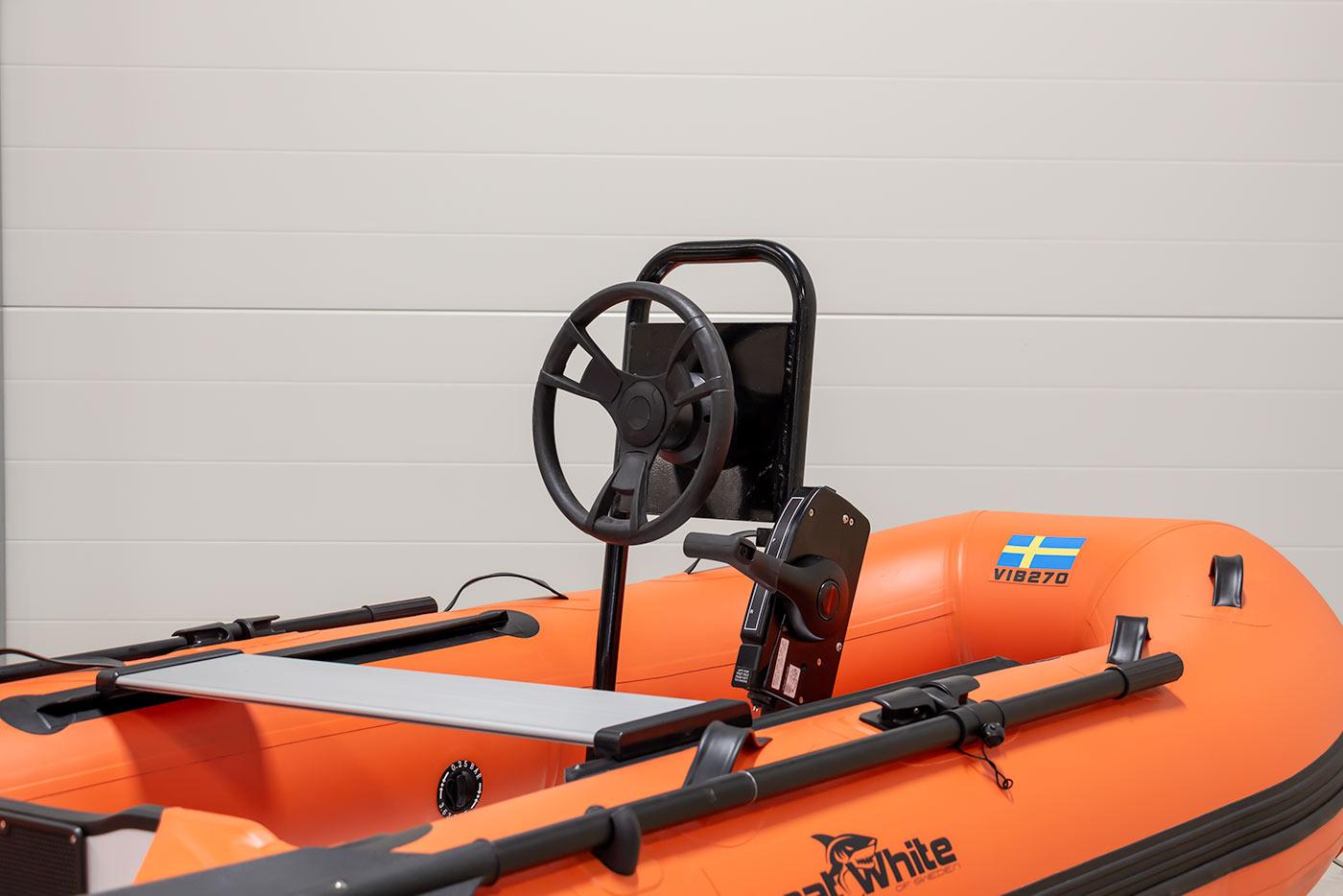 Montera rattstyrning i gummibåt med vår rattkonsol